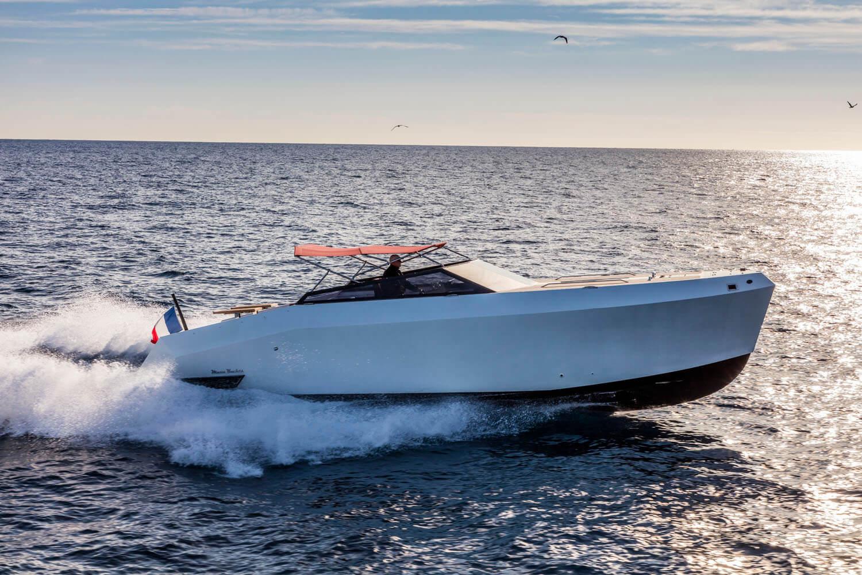 Mazu Yachts 38 Open White Pearl