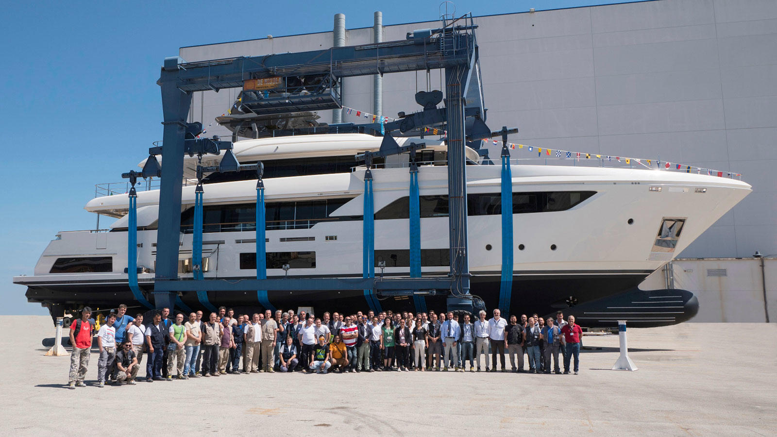 The third Navetta 37 is launched, the first unit built at the Ferretti Group's Ancona